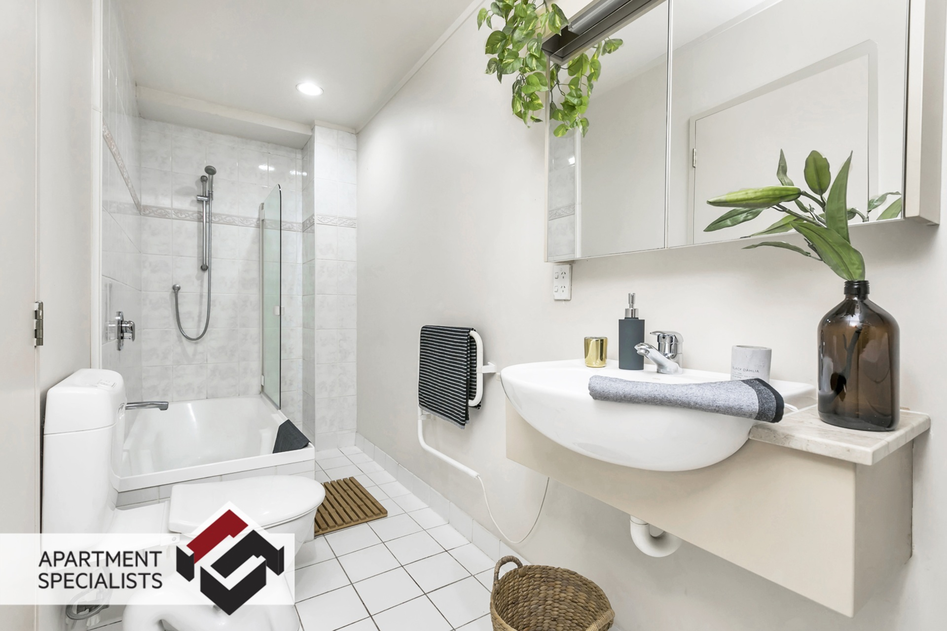 7 | 89 Victoria Street West, City Centre | Apartment Specialists
